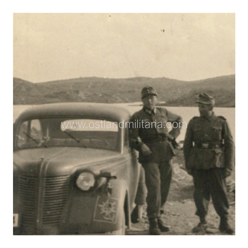 Photo of soldiers and a passenger car with unit insignia Germany 1933–1945