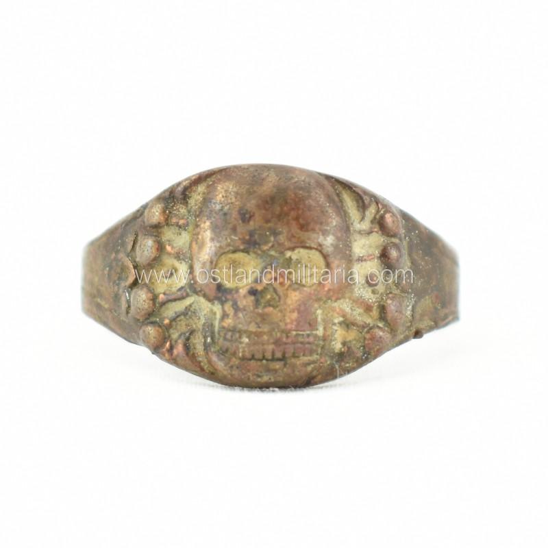 Reto dizaino žiedas su kaukole, CSK gamybos Vokietija 1933–1945 m.