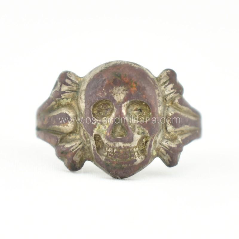 Žiedas su kaukole ir sukryžiuotais kaulais Vokietija 1933–1945 m.